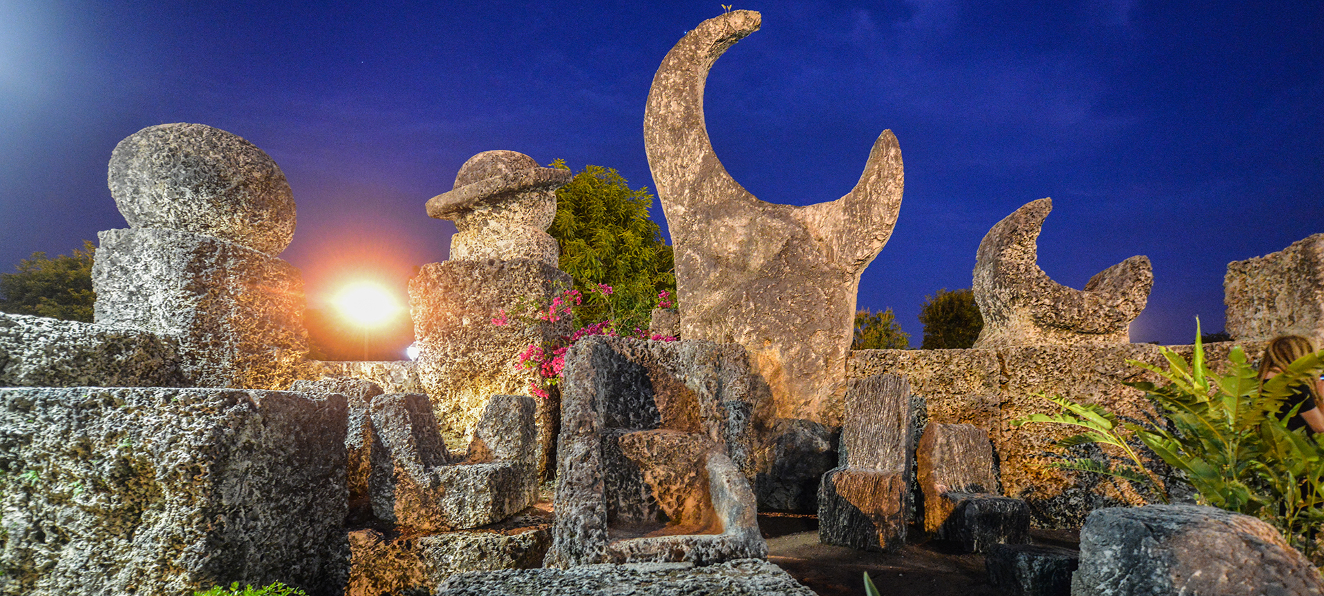 The moon fountain is one of the most beautiful carvings at Coral Castle. It's made of three distinct pieces: two crescent moons which stand vertically, flanking the large full moon which sits horizontally in the center. This unique representation of the moon shows three phases: Waxing, Waning and the Full Moon.