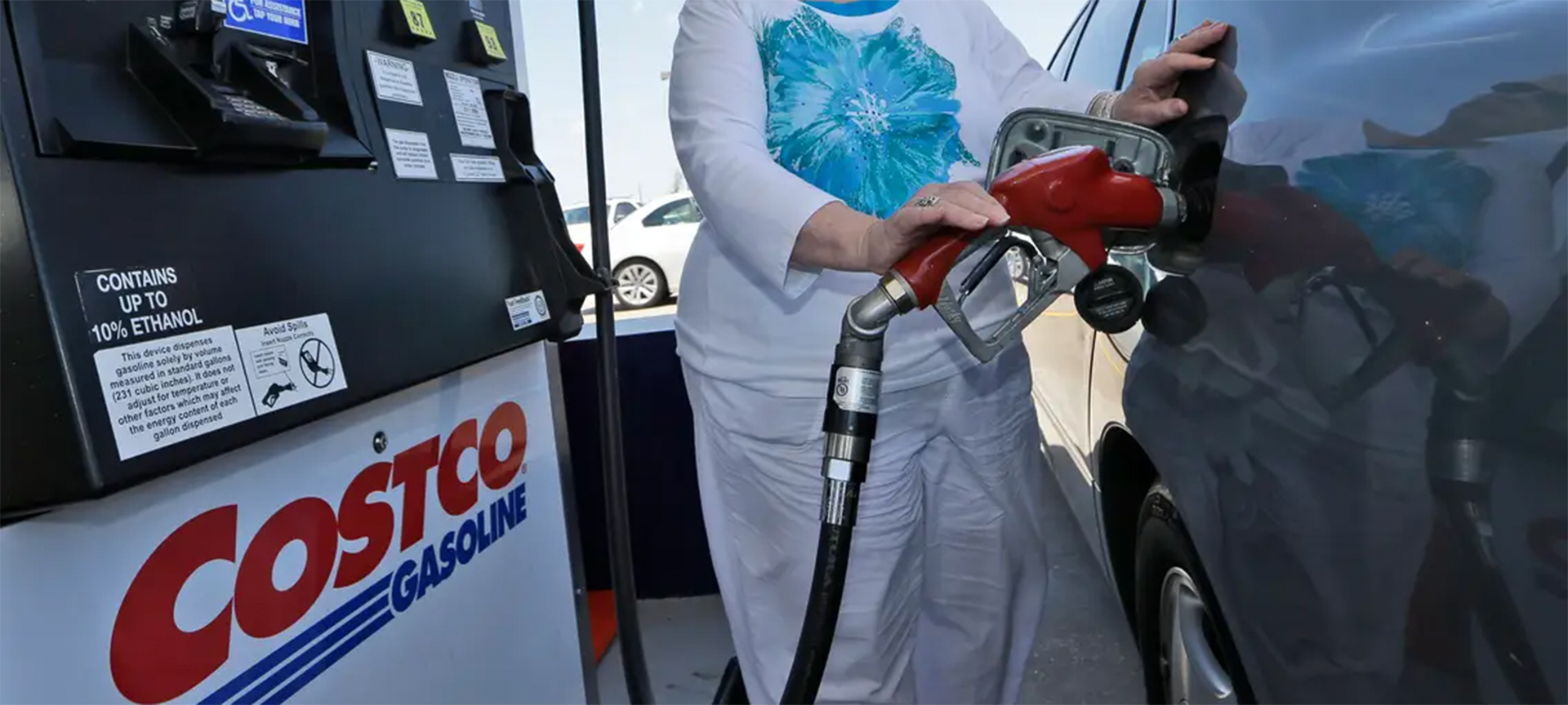 Gas, not petrol, is what powers your rental car, unless it's an all-electric vehicle of course. Sold in gallons rather than liters, the low price is a dream for those who are used to buying fuel in liters and paying eye-watering taxes. When you need a top-up, remember to look for a gas station, not a garage!