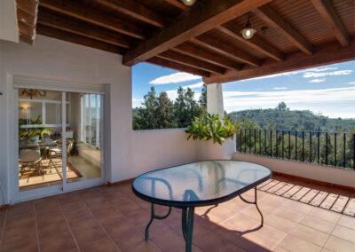 The terrace, alfresco dining & barbecue area at Apartamento De Lujo En Marbella, Nueva Andalucía