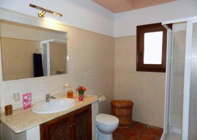 The bathroom at Casa Benisalte, Órgiva