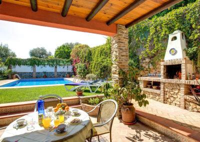 The barbecue area & patio at Casa Buganvilla, Órgiva