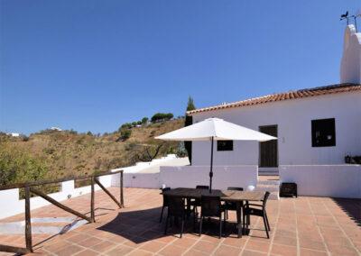 The patio & alfresco dining area at Casa El Cielo, Almogía