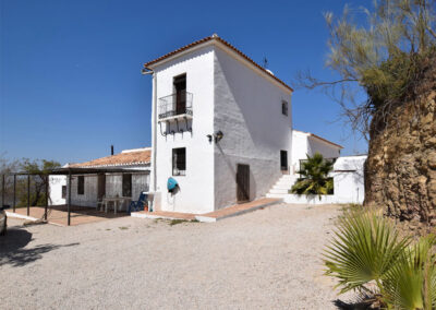 Casa El Cielo, Almogia is a four bedroom villa and guest house with private pool, terraces and gorgeous rural views. Comfortably furnished for ten, it has a dining room, sitting area with fireplace & airconditioning. Close to forest walks & Casabermeja.