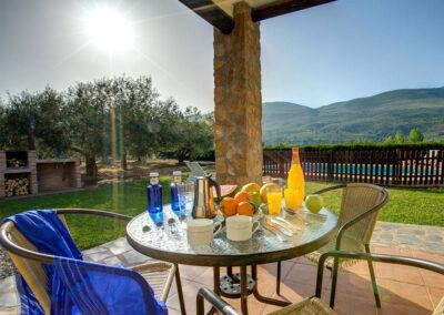 The patio & alfresco dining area at Casa El Valle, Órgiva