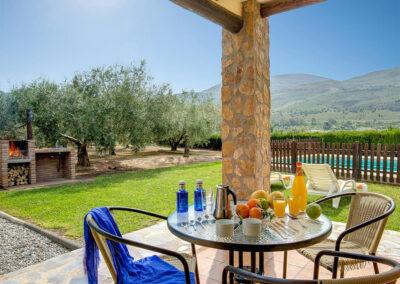 The barbecue, patio & alfresco dining area at Casa El Valle, Órgiva