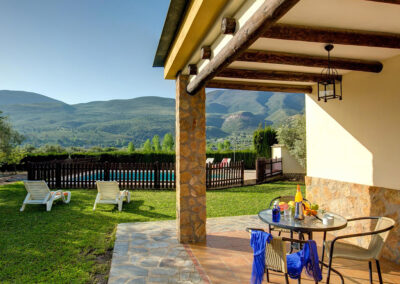 The garden, patio & alfresco dining area at Casa El Valle, Órgiva