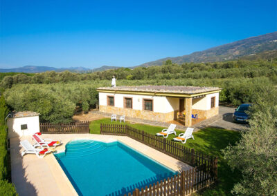 Casa El Valle, Órgiva is a nicely furnished two bedroom villa with fully equipped kitchen, comfy sitting room, woodburner & beams. Surrounded by olive grovess, the lawned garden has a fenced pool terrace & superb mountain views. Close to bars, shops & market.