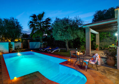 Casa Encantadora, Órgiva is a romantic one bedroom hideaway with tranquil gardens & private pool behind stone walls. Beautifully furnished with many authentic Andalucian touches in the design & decor. Short walk to bars, market & restaurants.
