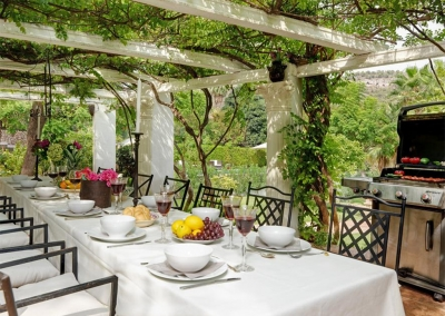 The second outdoor dining & barbecue area at Casa Feliz, Frigiliana