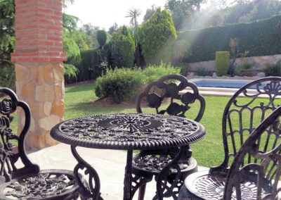 The patio & alfresco dining area at Casa Los Lirios, Villanueva de la Concepción