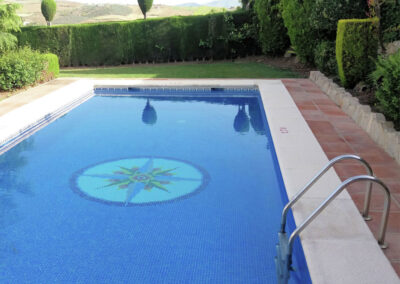 The swimming pool at Casa Los Lirios, Villanueva de la Concepción