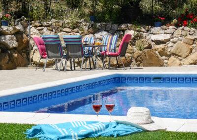 The alfresco dining area & swimming pool at Casa Montaña, Gaidovar