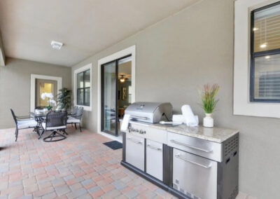 The covered lanai, barbecue & alfresco dining area at Championsgate 84, Davenport