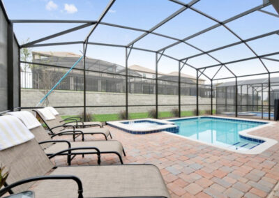 The spillover tub & swimming pool at Championsgate 84, Davenport