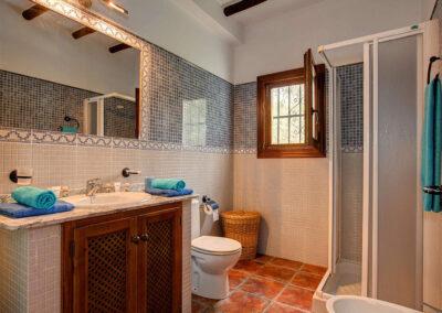 The bathroom at Cortijo Las Gallinas, Órgiva
