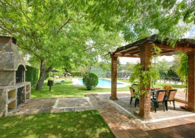 The barbecue & alfresco dining area at El Nogal, Ronda