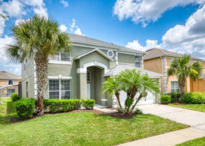 Emerald Island 18, Kissimmee is a six bedroom, five bathroom vacation home for 16. It has it all - private pool, amazing themed bedrooms, home cinema & two games rooms. Fantastic resort amenities, pool & sports courts just eight miles from Disney.