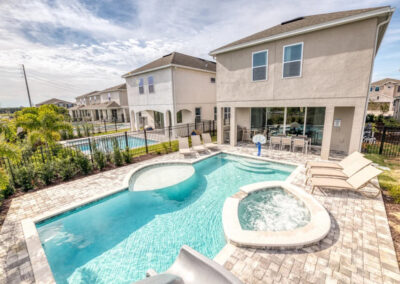 The spillover tub & swimming pool at Encore Resort 443, Kissimmee