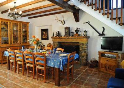 The living & dining area at Huerta Atienza, Montecorto