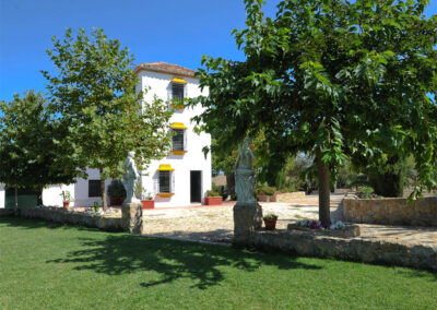 Huerta Atienza, Montecorto is a unique Andalucían country house with gorgeous facade, tower room & superb rural views. Spacious living rooms, fully equipped family kitchen & four bedrooms for six guests. Lawns, pool & furnished terraces will wow!
