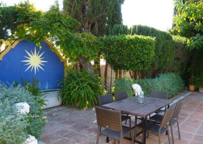 The alfresco dining area at La Abadesa, Nueva Andalucía