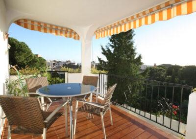 The balcony & alfresco dining area at La Madrugada I, Elviria
