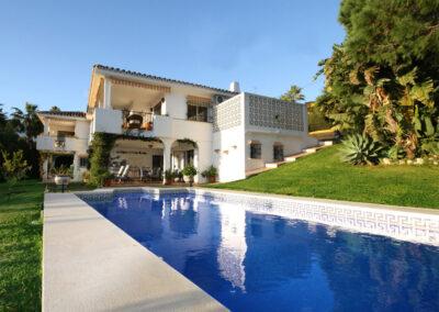 The communal swimming pool at La Madrugada I, Elviria