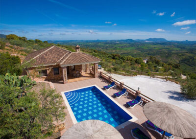 La Olgava, El Jaral is a luxury three bedroom villa filled with quality furnishings & attractive natural stone features. Beyond the comfy sitting room with fireplace and TV there's a pool, terrace & BBQ area with breathtaking views of El Gastor countryside.