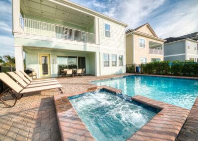 The swimming pool & spillover tub at Margaritaville 99, Kissimmee, Florida