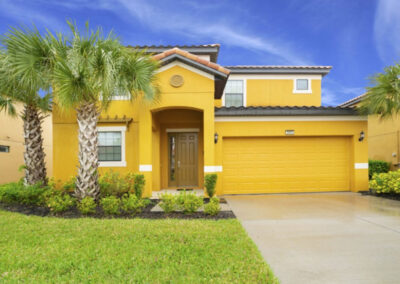 Providence Resort 61, Davenport is a four bed, four bath villa with open plan living & huge kitchen. It has a beautiful private pool area, fully screened with covered dining area. The resort has an onsite golf course, tennis, gym & water park and just 14 miles from Disney.