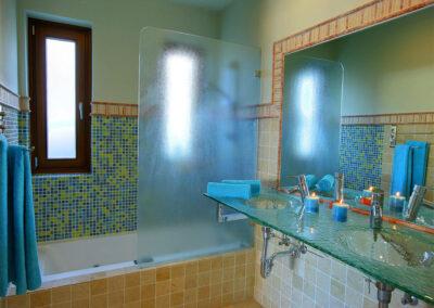 Bedroom #1 en-suite at San Nicasio, Ronda