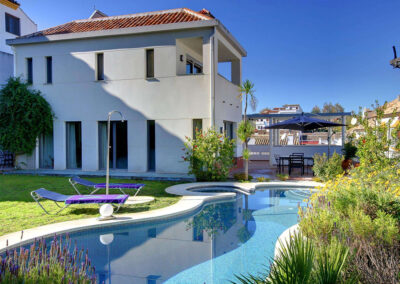 The swimming pool & alfresco dining area at San Nicasio, Ronda