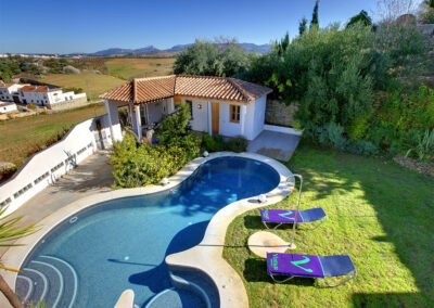San Nicasio, a sophisticated townhouse in Ronda's historic district, has contemporary open-plan living and state-of-the-art kitchen. Three air-conditioned bedrooms & two bathrooms (one ensuite) sleep six. Garden & shaped pool for sunbathing & alfresco living.
