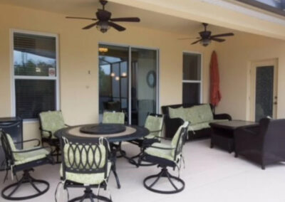 The covered lanai & alfresco dining area at Solterra Resort 131, Davenport