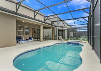 The spillover tub & swimming pool at Solterra Resort 353, Davenport