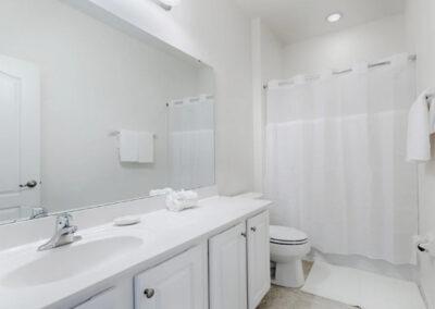 The bathroom at Solterra Resort 36, Davenport, Orlando