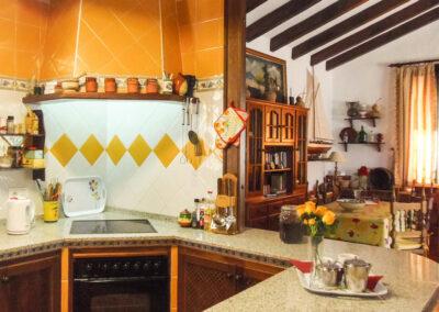 The kitchen & dining area at Villa Alaju, El Gastor