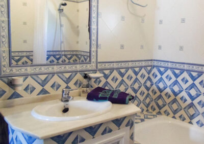 The bathroom at Villa Alaju, El Gastor