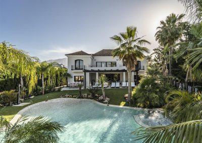 The garden & swimming pool at Villa Alandalus, Nueva Andalucía