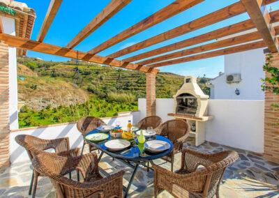 The outdoor dining & barbecue area at Villa Albaricoque, Nerja