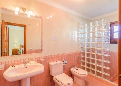 Bedroom #1 en-suite at Villa Angelinas, Nerja