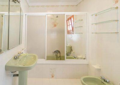 The bathroom at Villa Angelinas, Nerja
