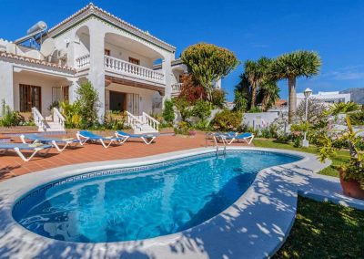 Villa Angelinas, Nerja is a three bedroom, two bathroom luxury villa for six with stunning pool & gardens with mountain views. The comfortable well furnished home has a bright open-plan living area with fireplace, modern kitchen & outdoor barbecue.
