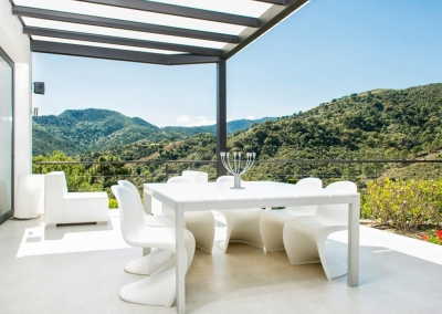 The outdoor dining area at Villa Bucolico, Benahavís