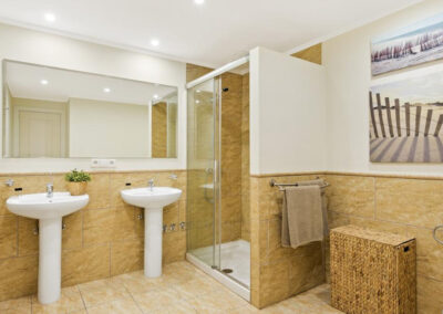 Bedroom #2 en-suite at Villa Calendula, Nueva Andalucía