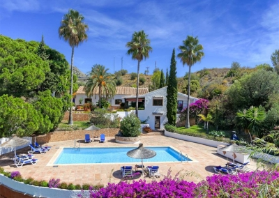 Villa Casanova, Nerja is a five bedroom former olive mill, now offering comfortable accommodation for ten with authentic Andalucian features. There's a sitting room, dining room, kitchen & TV room. Colourful gardens include a private pool & sea views.