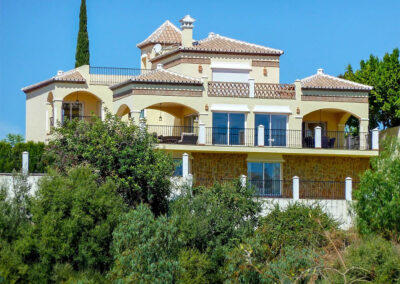 Located on the Mijas Golf resort, Villa Eneldo is three-bedroom with stunning views across the area from a position on the hilltop. The villa, which sleeps seven, is laid out over three spacious floors. The peaceful location makes it ideal for a relaxing break.