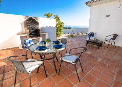 The outdoor dining & barbecue area at Villa Larelai, Nerja
