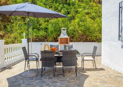 The outdoor dining & barbecue area at Villa Lilo, Torrox