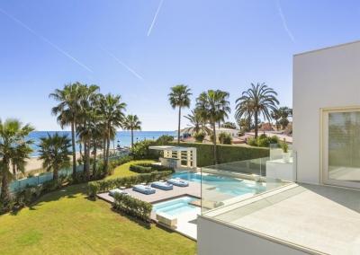 The first floor patio, garden & swimming pool at Villa Marques, Nueva Andalucía